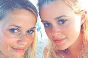 Reese Witherspoon and teen daughter Ava look identical in latest social media selfie