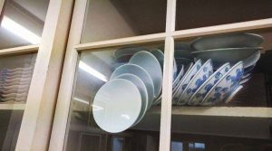 These China plates in a cupboard sent the Internet into a tizzy! Here's why