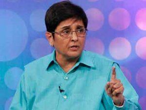 Kiran Bedi defies Puducherry CM Narayanasamy, overrules order banning social media