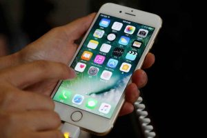 iPhone 8: What a Switch to AMOLED Screen Could Mean for You