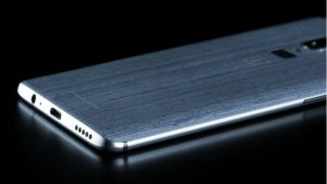 OnePlus 6 Image Leaked, Reveals 3.5mm Jack and Wood-Inspired Back Panel Design