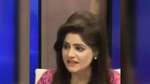 Pakistani anchor confuses Apple Inc with fruit in viral video. Internet dies laughing